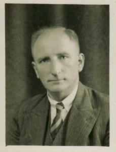 Collectie Heddy Eikema. Foto d.d. 22-8-1939 in de City Stdio, Kalverstraat 54, Amsterdam
